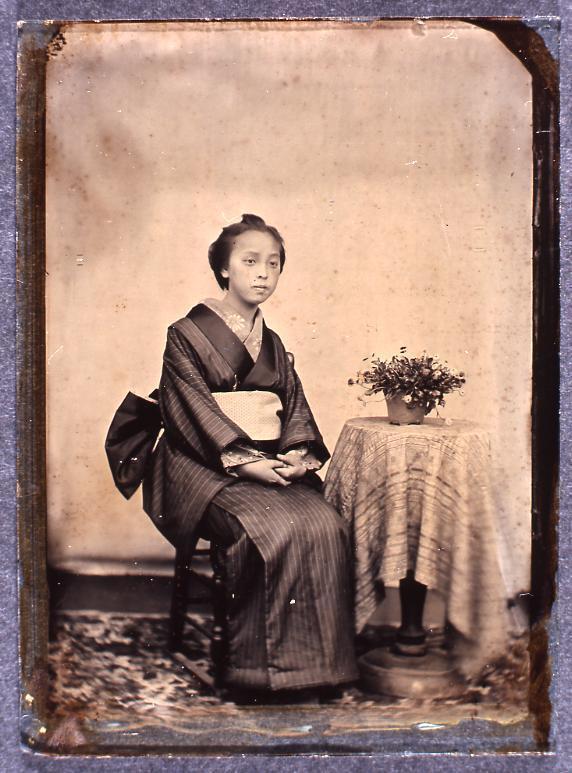 作品画像:いすに座る女性