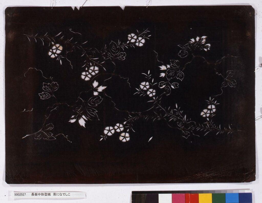 作品画像:長板中形型紙 蔦になでしこ