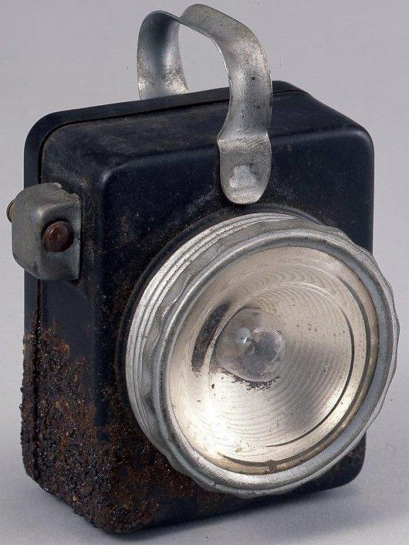 作品画像:手提型懐中電燈