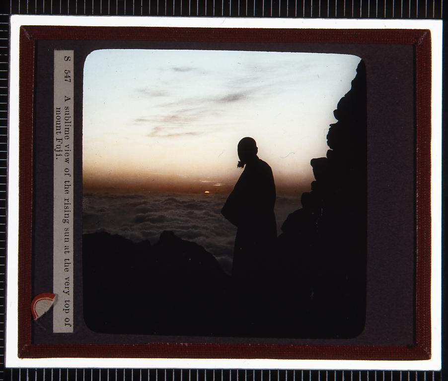 作品画像:日の出と富士山(幻燈原板)