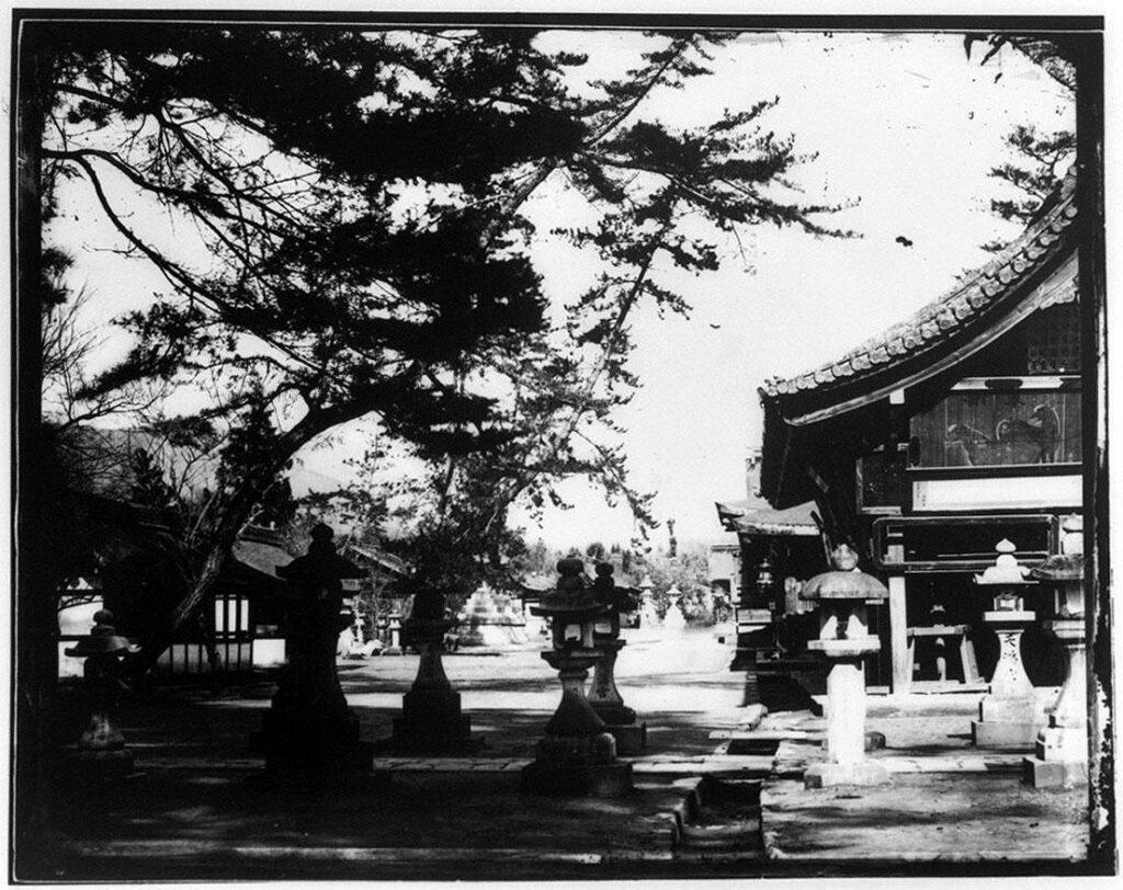作品画像:寺院と灯篭