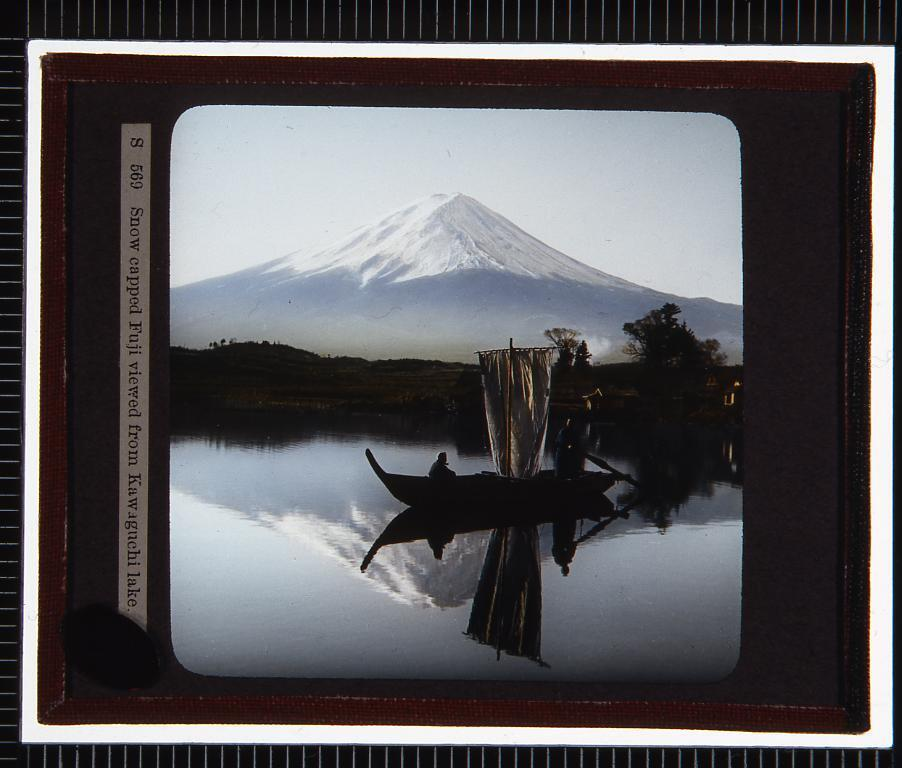 作品画像:河口湖から見た冠雪の富士山(幻燈原板)