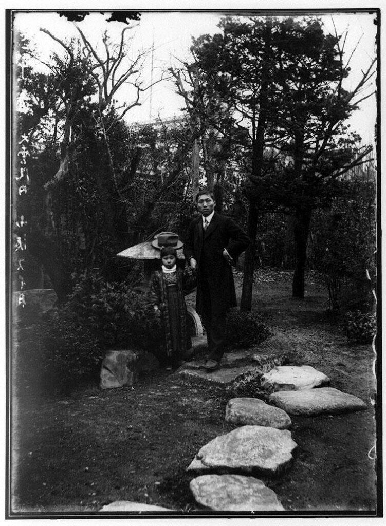 作品画像:大雲院の男性と少女