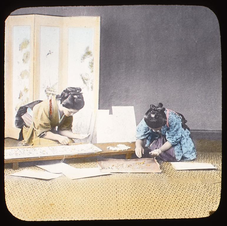 作品画像:蚕を選定する女性たち