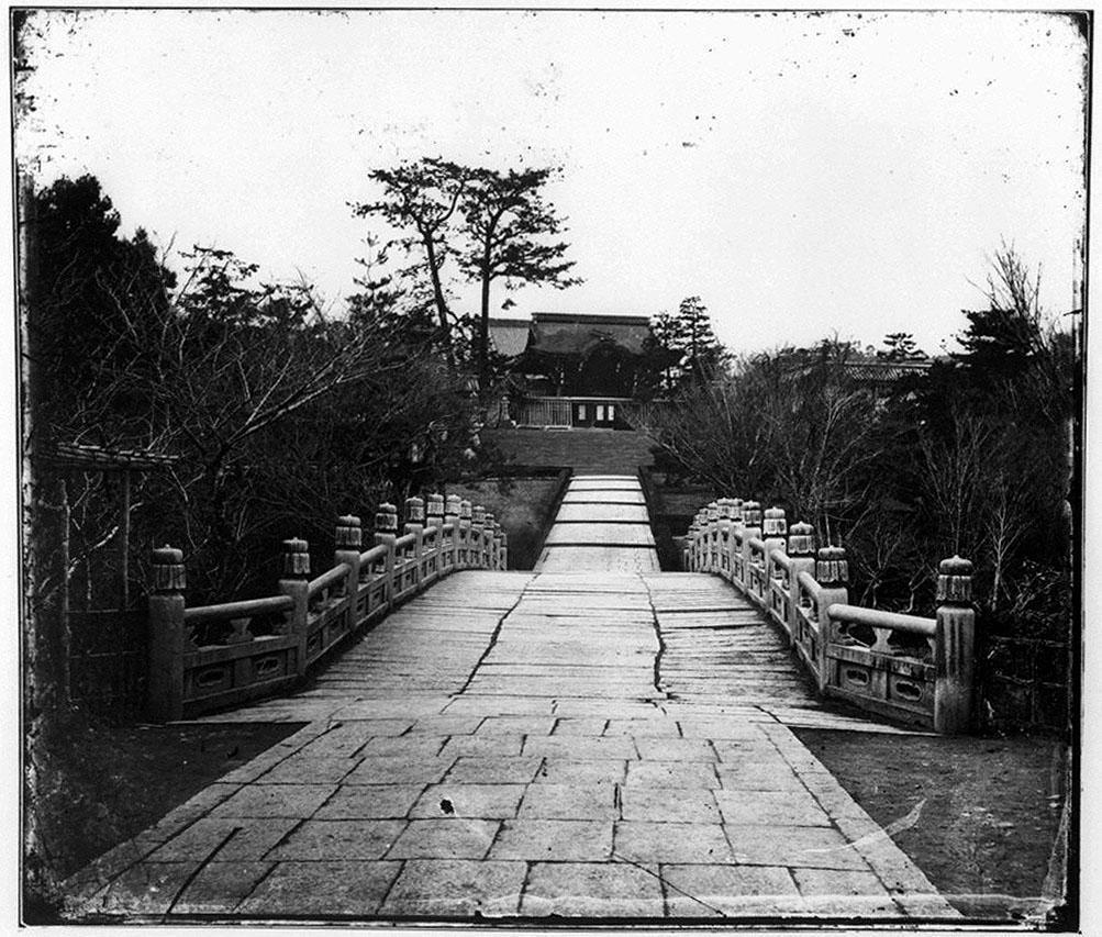 作品画像:参道と石橋