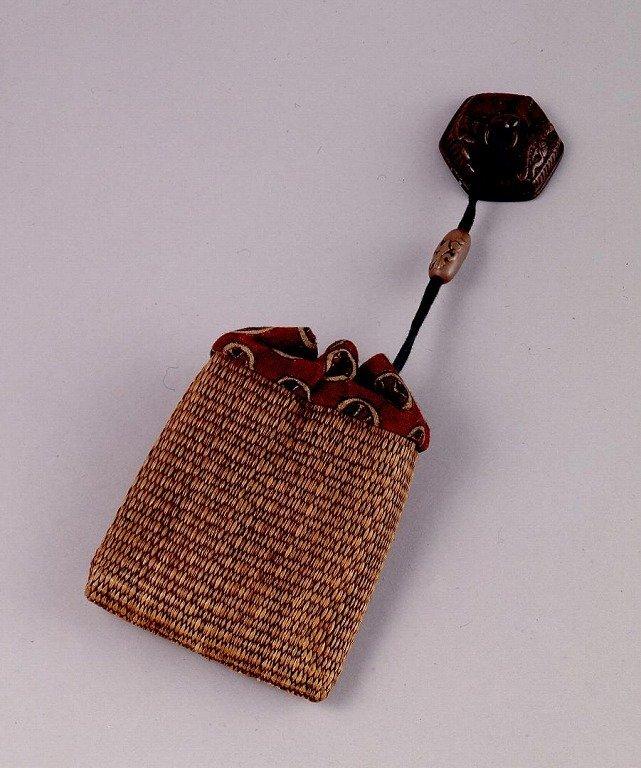 作品画像:畳製一つ提げたばこ入れ