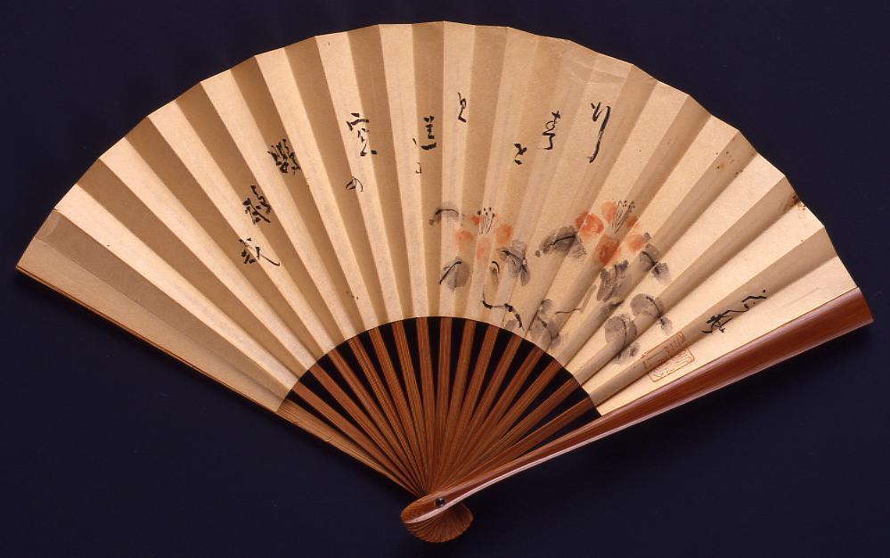 作品画像:永井荷風筆 扇「行く春を 見送る窓の 鸚鵡哉」