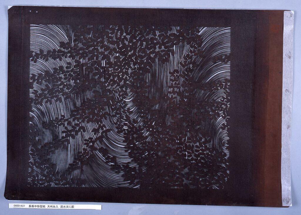 作品画像:長板中形型紙 大判糸入 流水文に萩