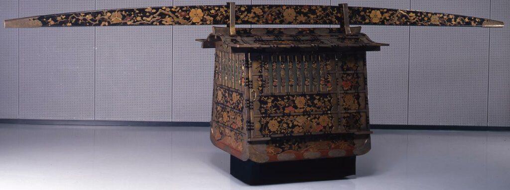 作品画像:松竹梅椿剣酸漿紋蒔絵女乗物