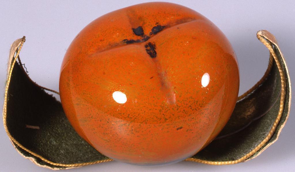 作品画像:橙黄色柿型置物