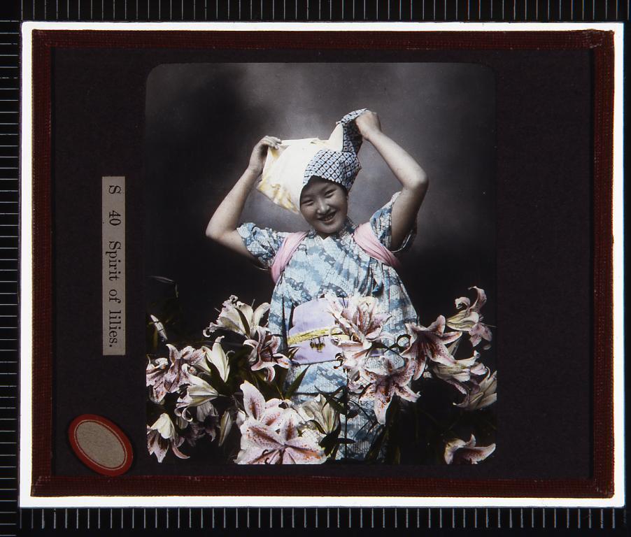 作品画像:ゆりと女性(幻燈原板)