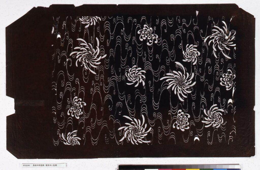作品画像:長板中形型紙 観世水に乱菊