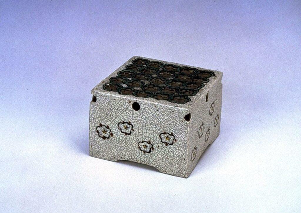 作品画像:陶製のぞきからくり