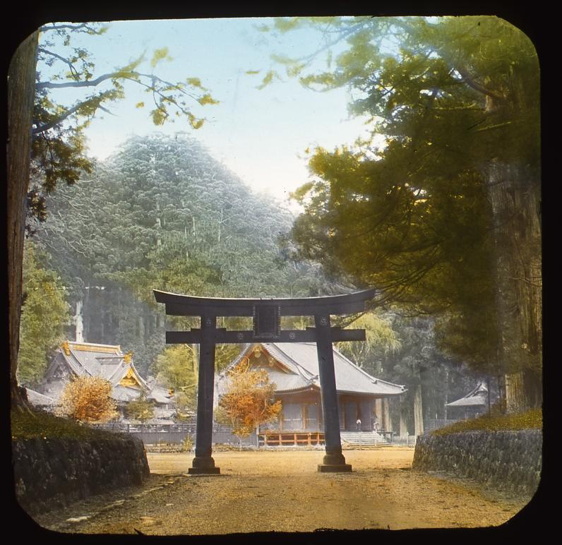 作品画像:鳥居と神社