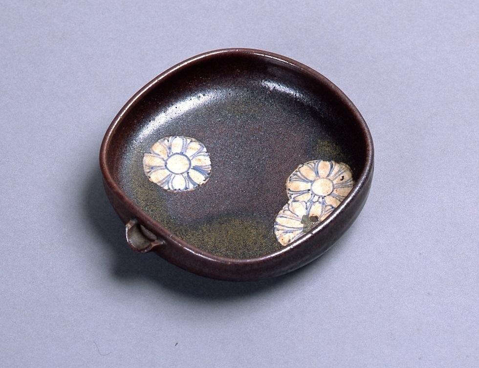 作品画像:染付菊文片口形小鉢