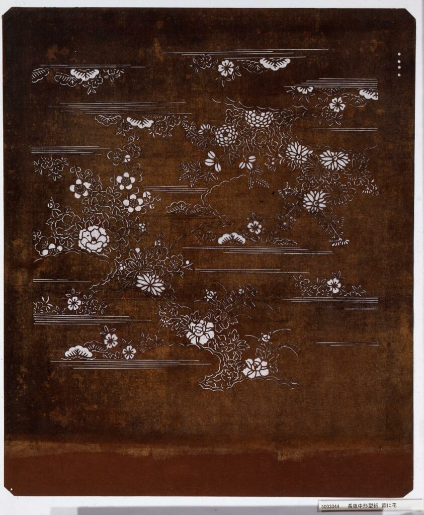 作品画像:長板中形型紙 霞に花