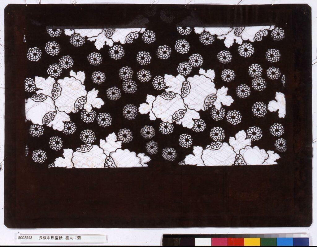 作品画像:長板中形型紙 雲丸に菊