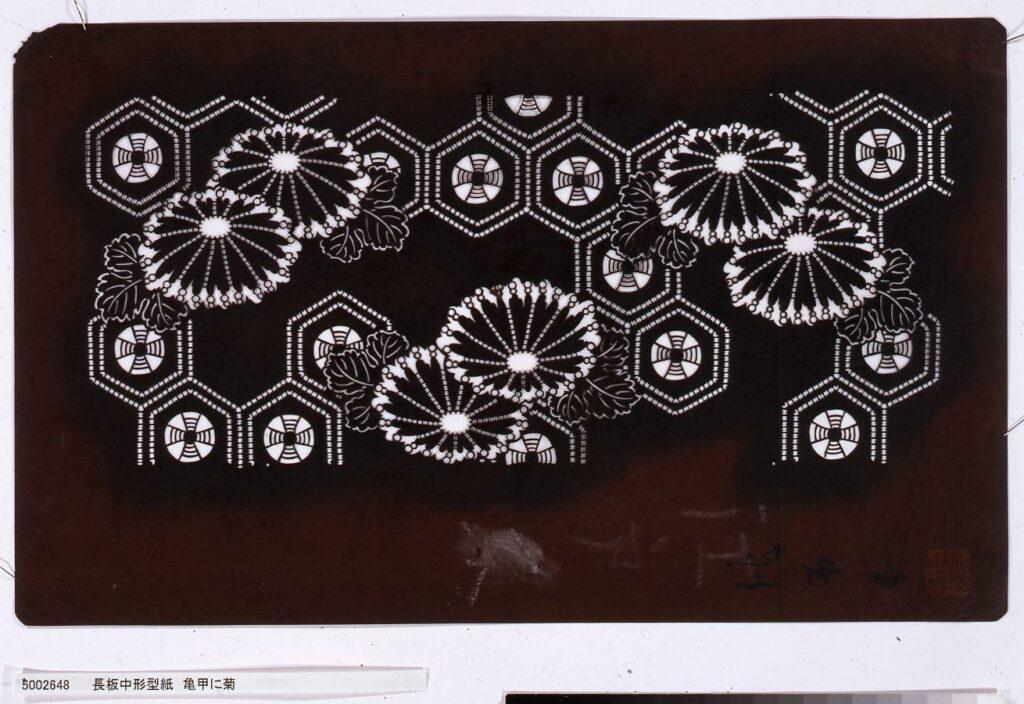 作品画像:長板中形型紙 亀甲に菊