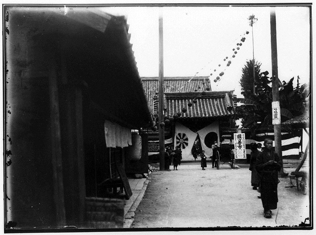 作品画像:平安徳義会孤児院主催慈善市富院門前