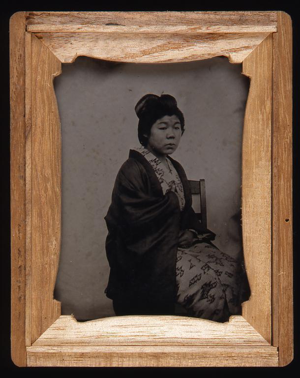 作品画像:椅子に座る女性