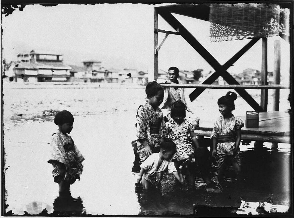 作品画像:水遊びをする子供たち