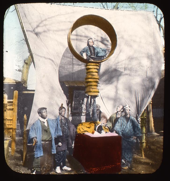 作品画像:大樽の見せ物