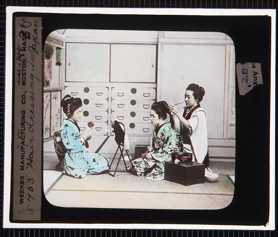 作品画像:女性の髪結い(幻燈原板)