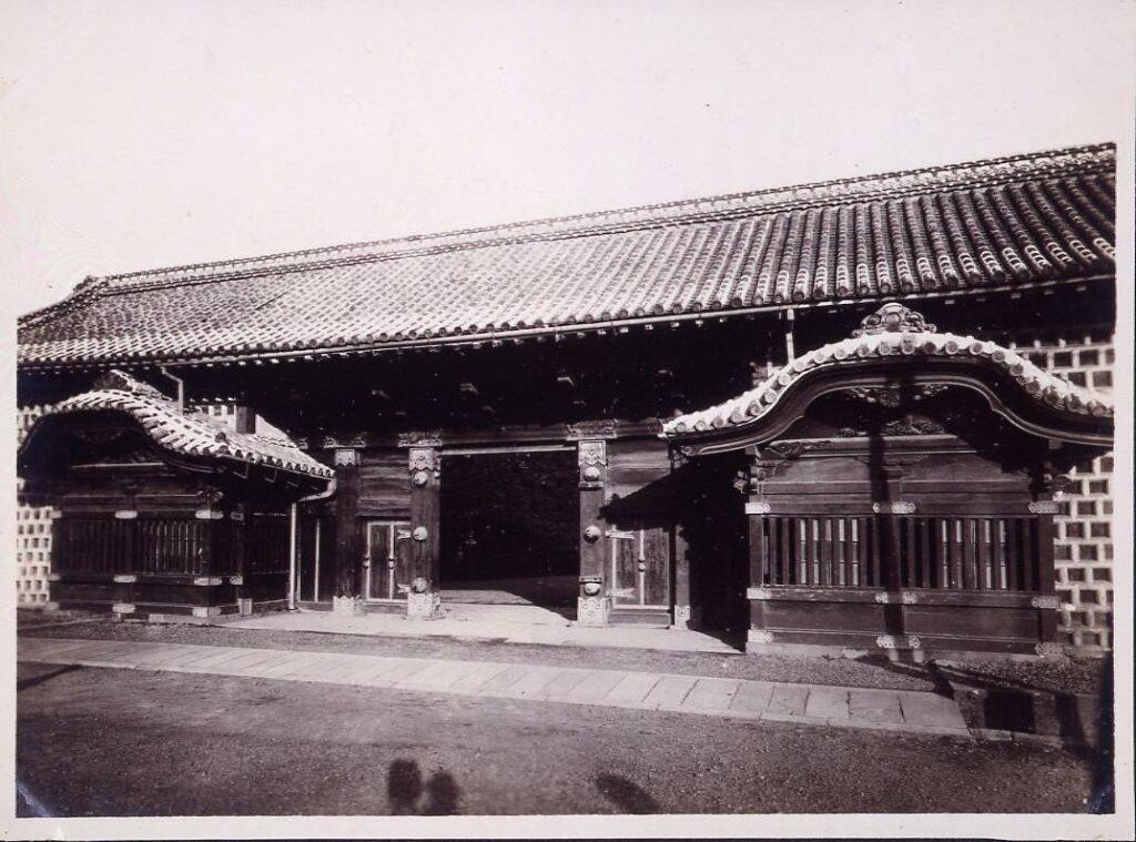 作品画像:温古写真集 10.旧薩摩藩装束屋敷門