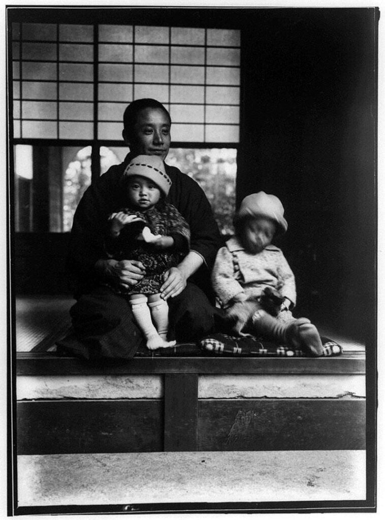 作品画像:男性と2人の男児