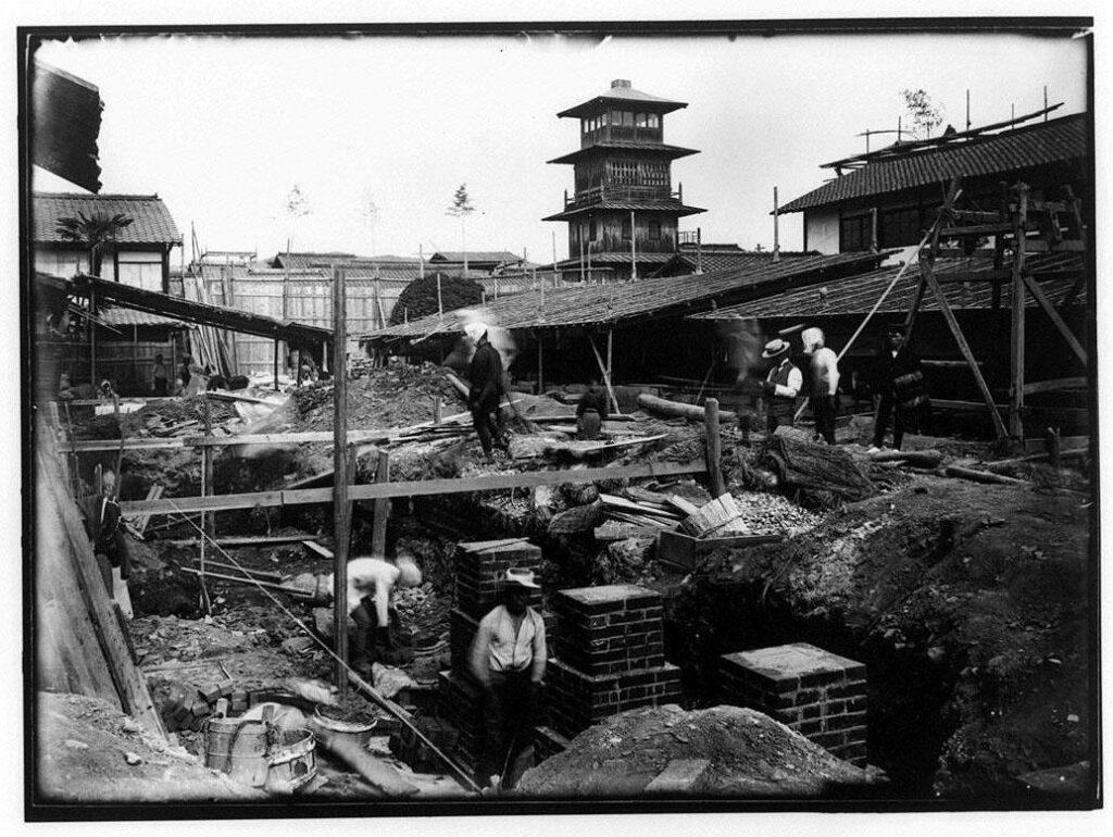 作品画像:土台の建設