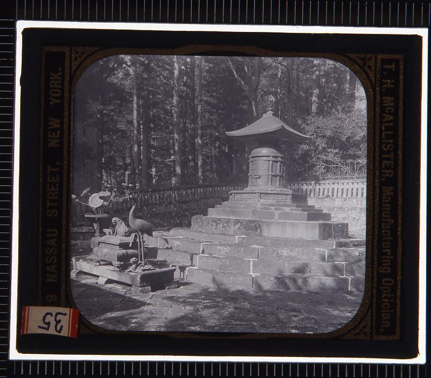 作品画像:日光 家康の墓(幻燈原板)