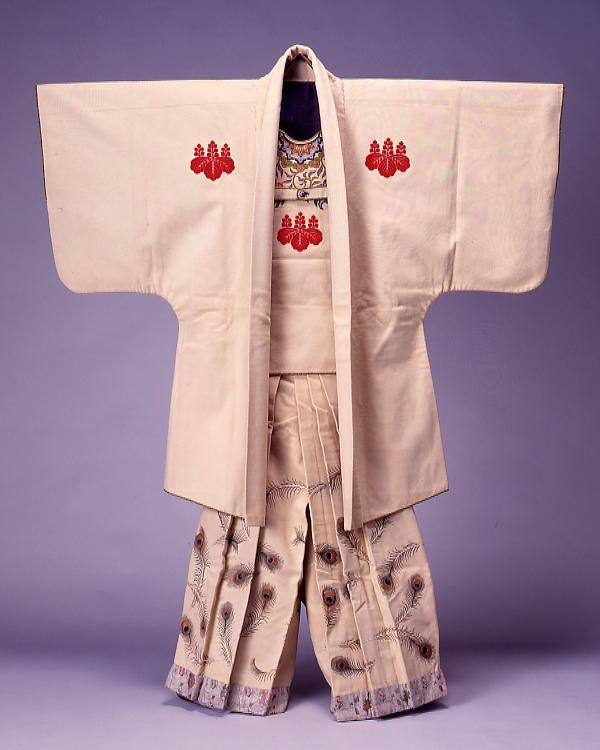 作品画像:白羅紗地桐紋入火事装束