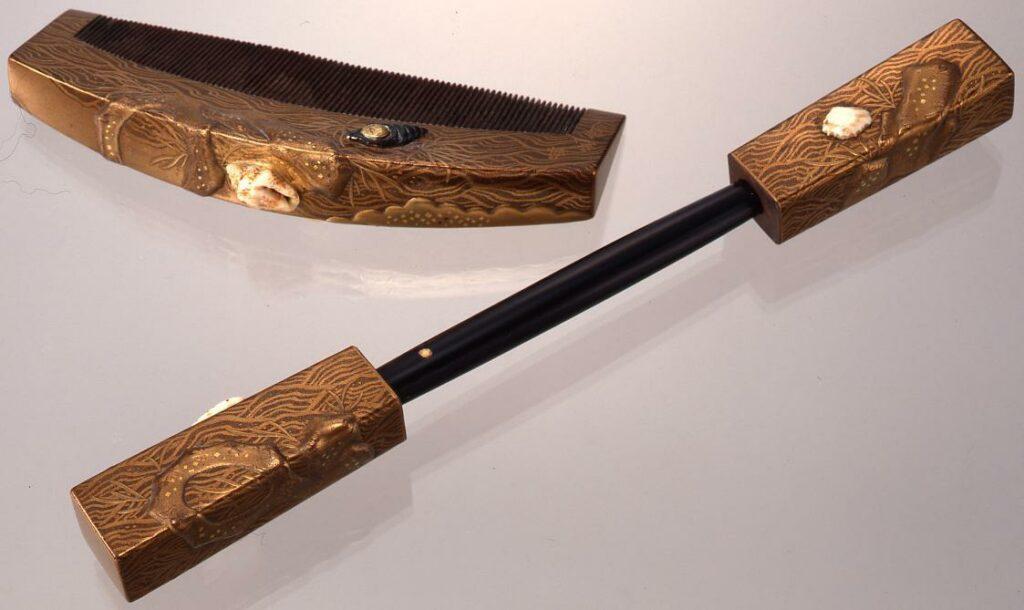 作品画像:木台貝飾り流水磯蒔絵櫛・笄