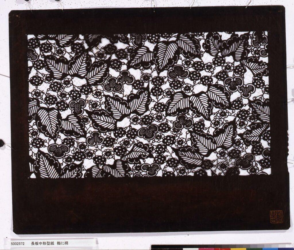 作品画像:長板中形型紙 梅に桐