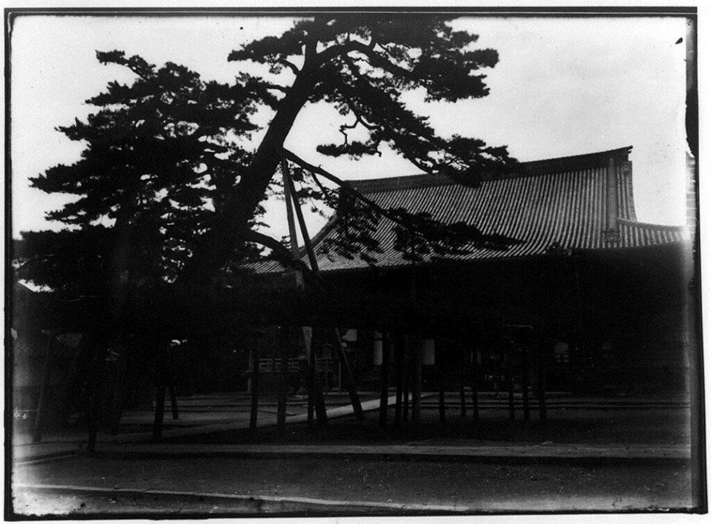 作品画像:寺院の本堂
