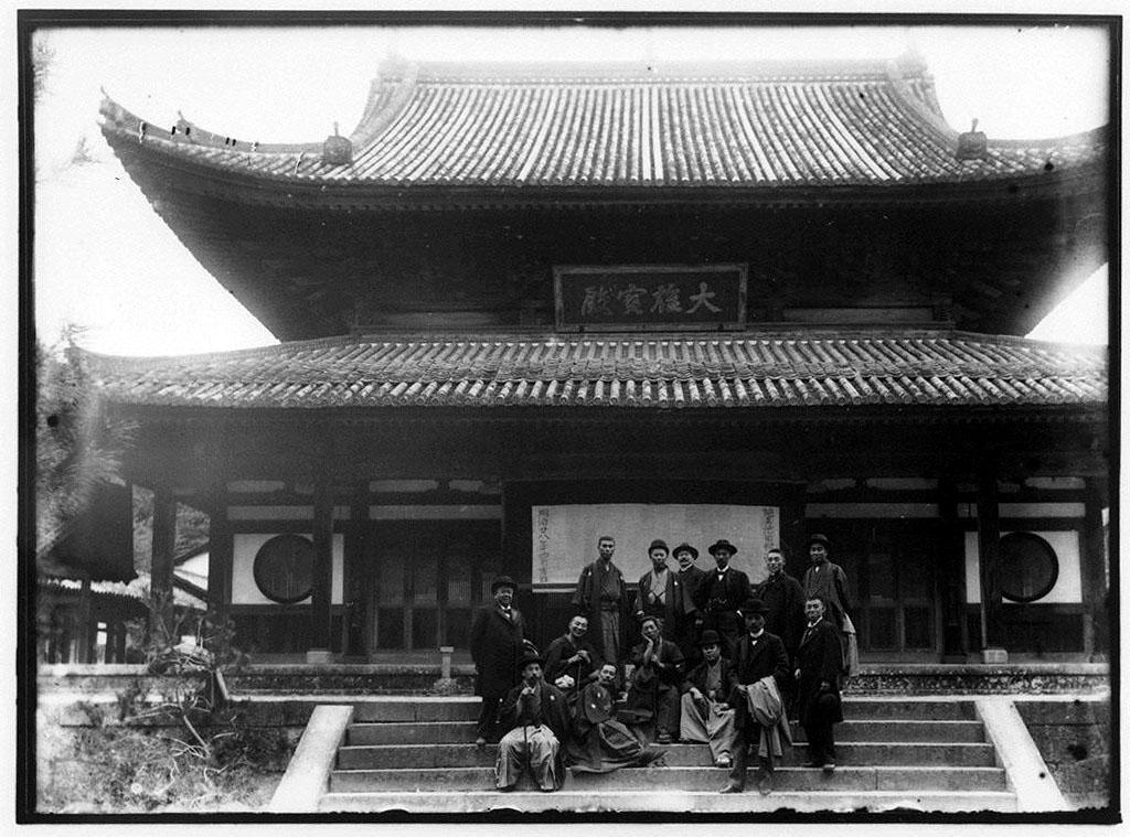 作品画像:宇治 大権宝殿前記念写真