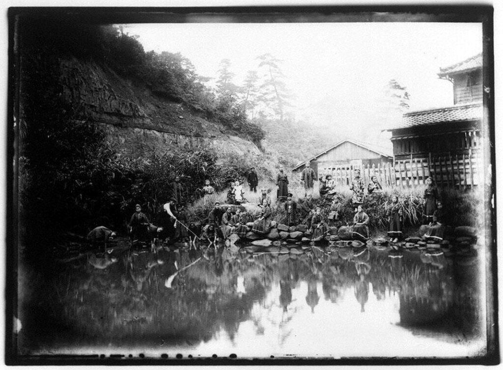 作品画像:池のほとりの少女たち