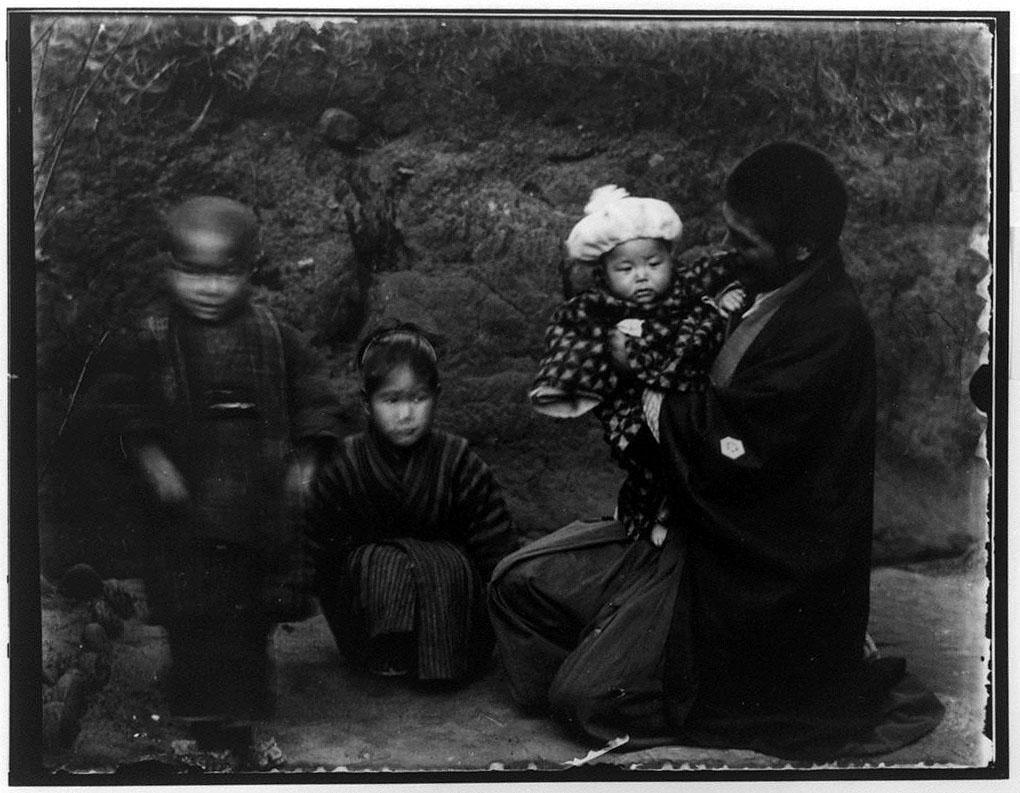作品画像:男性と3人の子供