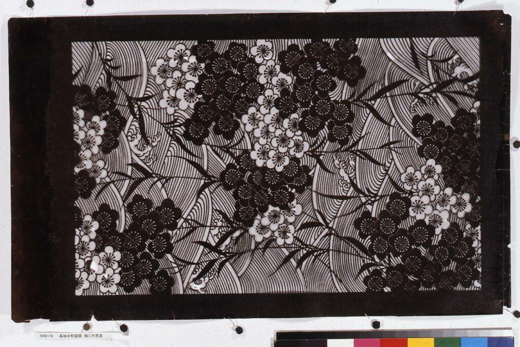 作品画像:長板中形型紙 梅に片男波