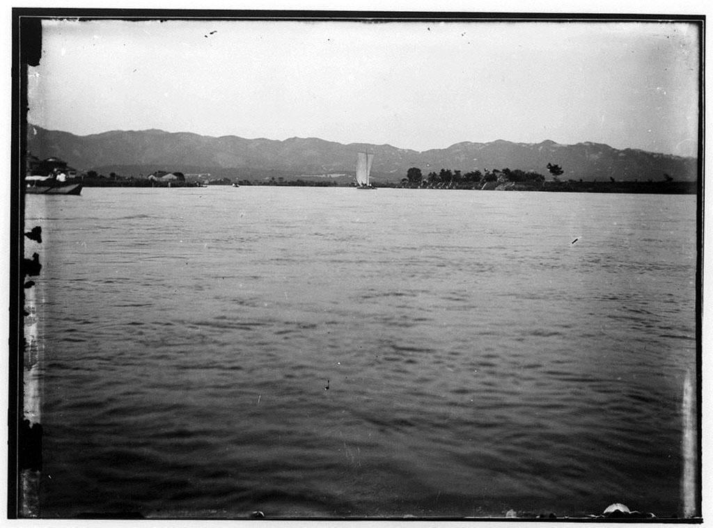 作品画像:水上の帆船