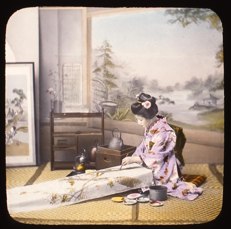 作品画像:反物に絵付けをする女性