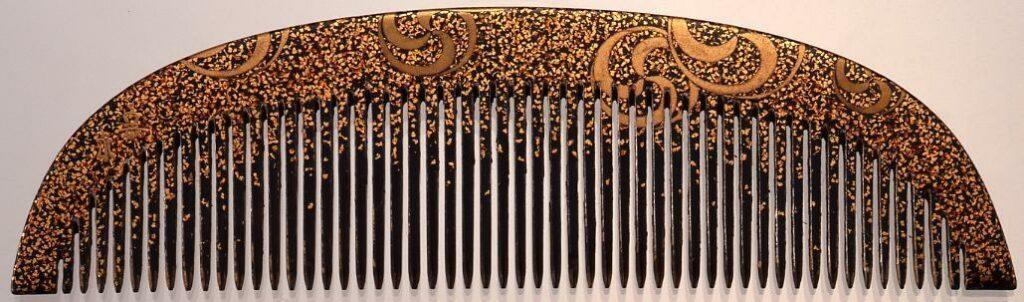作品画像:木台巴紋散蒔絵櫛