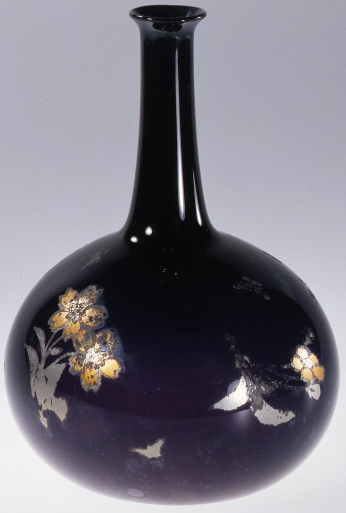 作品画像:錫箔桜に蝶文紫色かぶら型徳利