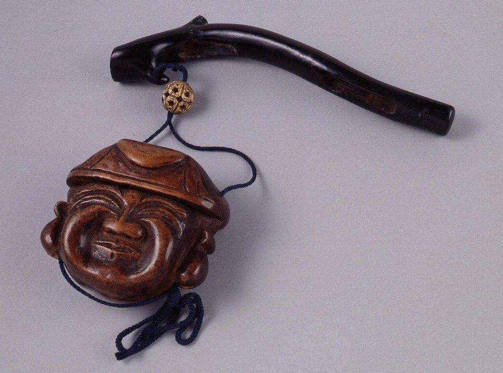 作品画像:木製魚籠型両面大黒彫とんこつ腰差したばこ入れ