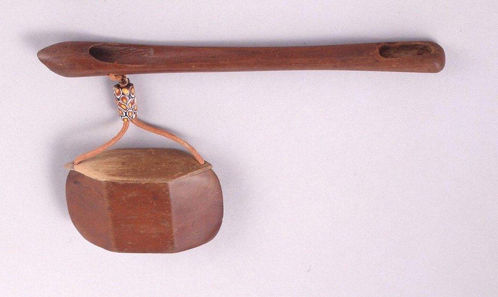 作品画像:木製魚籠型とんこつ腰差したばこ入れ