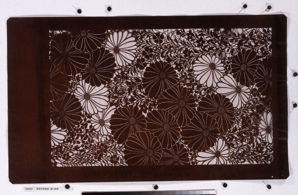 作品画像:長板中形型紙 菊に秋草