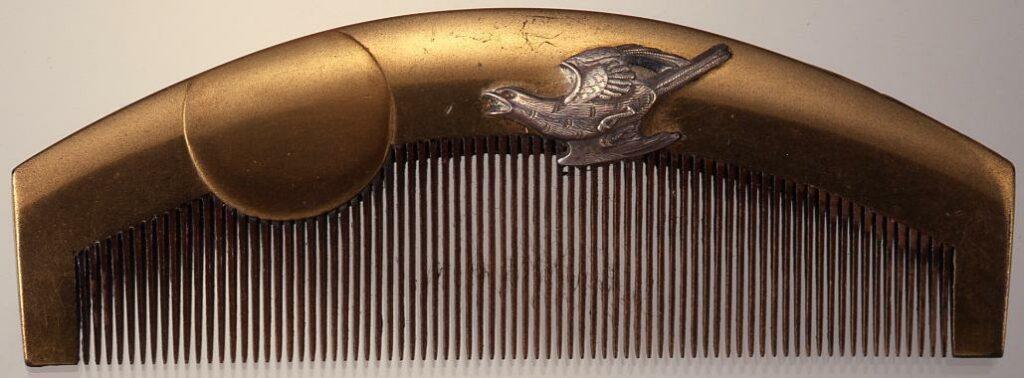作品画像:木台月に時鳥泊り船蒔絵櫛