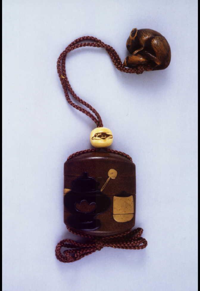 作品画像:茶道具蒔絵印籠 付 鼠木彫根付