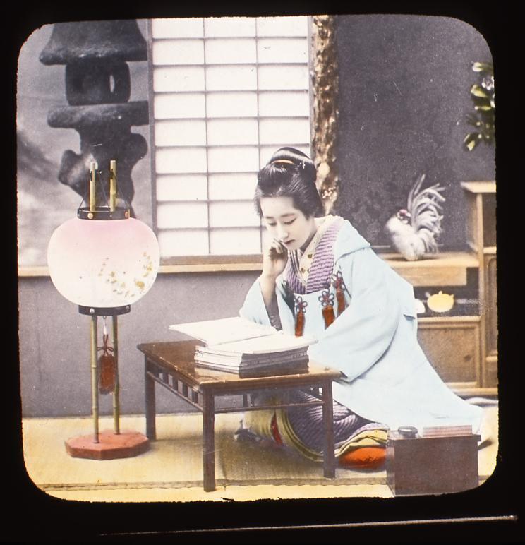 作品画像:読書をする女性