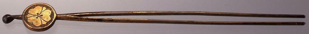 作品画像:真鍮丸に剣片喰紋彫平打簪